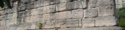 Vestiges de la tour sud de la porte d'entrée de la cité de Marseille